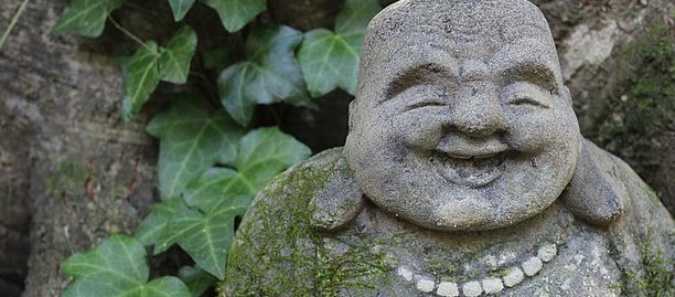 800px-Laughing_Buddha_statue