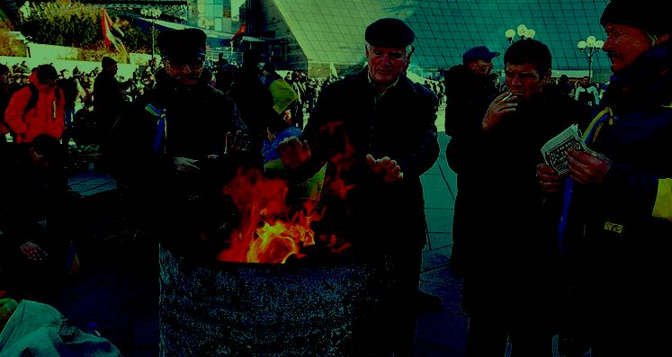 800px-only_fires_set_in_the_barrels_are_keeping_people_warm_as_temperatures_plummeted_down_(11099190053)