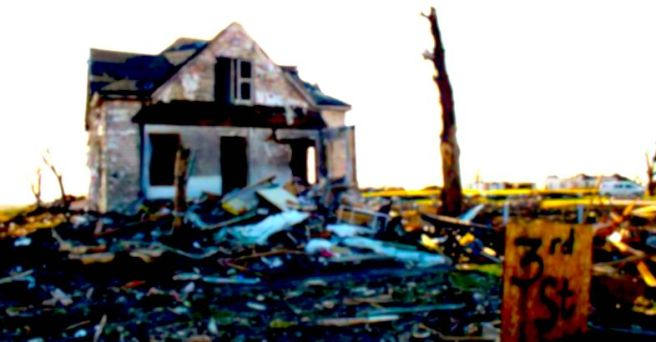 Tornado_Destroyed_House_in_Parkersburg,_Iowa