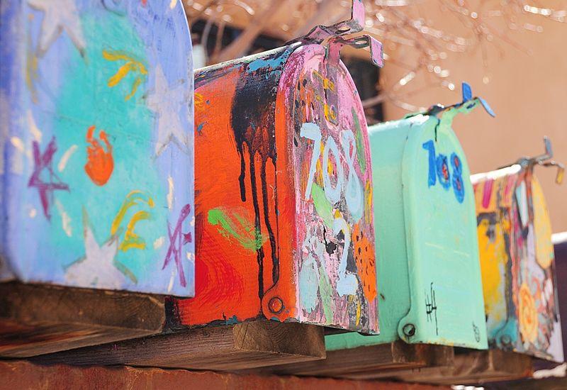 800px-Rural_mailboxes_in_Santa_Fe,_NM