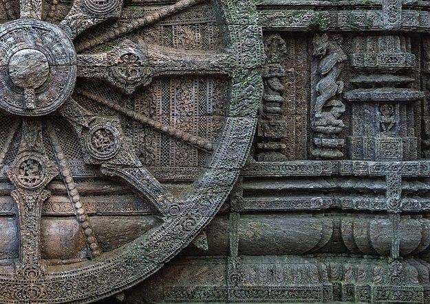 1200px-Stone_wheel_engraved_in_the_13th_century_built_Konark_Sun_Temple_in_Orissa,_India