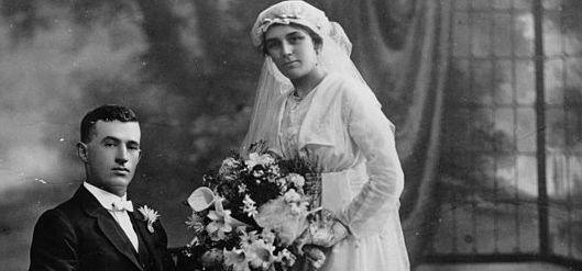 531px-StateLibQld_1_71119_Formal_studio_wedding_portrait,_ca._1910